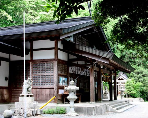 2401_kawadori_jinja_haiden